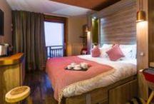 hôtel Grandes Rousses - chambres - Alpe d'Huez / Nouveaux concepts, nouvelle décoration, équipements haut de gamme, vue imprenable… l'art et la manière de composer les plus belles harmonies d'un art de vivre à la montagne !  Style montagne contemporain.