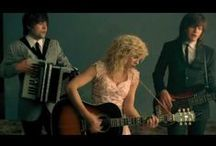 the band perry / by A AndrƏa