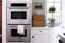 Kitchens / by Rebecca Ammerman