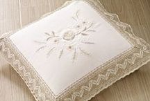 Shabby chic / A selection of beautiful shabby chic cushions
