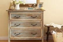 How to Paint Furniture / How to Paint Furniture: Painted Furniture Tutorials, Projects, Ideas & Inspiration On Pinterest.