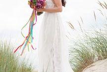 Hochzeit: Kleider / Nicht nur die Dekoration spielt eine wichtige Rolle bei der Hochzeit, fast noch wichtiger, zumindest für die Braut, ist das Hochzeitskleid. Lassen Sie sich inspirieren und sammeln Sie Ideen für Ihr Hochzeitskleid.