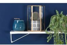 Einrichtung: Blautöne / Einrichtung: Ideen für die Wohnraumgestaltung in Blautönen. Blau ist eine Grundfarbe und kann nicht aus anderen Farben gemischt werden. Blau hat eine beruhigende Wirkung und fördert die Konzentration.   #einrichtung #wanddekoration #wohnzimmer #schlafzimmer #esszimmer #flur #treppenhaus #galerie #ideen #einrichtungsideen #holz #skandinavisch #jugenszimmer #badezimmer #wohnung #landhausstil #arbeitszimmer #wandbild #poster #leinwand #bilderrahmen #deko #aufbau #kinderzimmer #diy #basteln