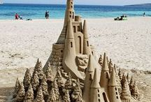Sandcastle and sand art / Want to become king of the sandcastles at the beach? Take inspiration from our collection of sandcastels and sand art.