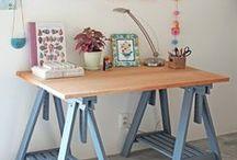Escritório em casa / Você trabalha em casa e quer um cantinho bem aconchegante e lindo para o home office? Siga essa curadoria de decoração