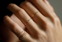 simple gold jewelry / by Jana R.