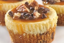 Cupcakes w/ Cheesecake / by Pamela Roudybush