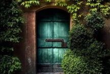 Colorful & Neat Doors / by Lindsey Botkin