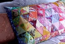 Quilted Pillows / Learn how to make pillows to decorate your home with these quilted and patchwork pillow patterns and ideas