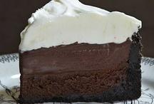 Yum-Dessert / by Jennifer Kinsey