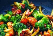 Yum-Asian Food / by Jennifer Kinsey