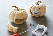 Halloween / Ideas, tutorials and inspiration for a fun and spooky Halloween! Everything Halloween is here, including crafts, food, recipes, decorations, and DIY Halloween costumes.