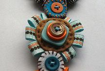 JOYAS-BOTONES / Tutoriales e ideas para hacer bisutería con botones/Tutorials and ideas for jewelery with buttons