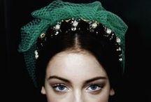 VERT ÉMERAUDE / Le vert des émeraudes est tellement beau qu'il a donné son nom à la couleur correspondante : un vert équilibré, avec des nuances de bleu. Retrouvez nos bijoux Emeraude sur www.gemmyo.com. / by Maison Gemmyo