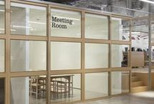 * meeting * / Meeting room. Conference room.