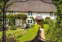 Cottages / Cottages, cabins, tree houses, Petites chateaux ....