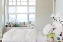 Bedroom Dreamin' {Bedroom Inspiration} / Dreamy, relaxing, and beautiful bedrooms