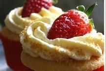 CAKES & CUPCAKES & PIES