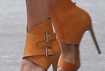 Fabulous Footwear / by Lynanne Roach (Gersh)