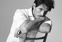 Camisa Branca! / Uma das peças mais antigas no closet masculino que se reinventa a cada estação!