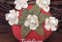 HOOKING FLOWERS / CROCHET FLOWERS / by Connie Kight