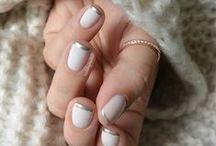 Beauty: Nails / #Nail colors and art / by Claudia Martin