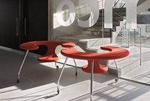 Bulo Carte Blanche_Easyrider / Designer Danny Venlet created a mobile desk - seat , inspired by his personal experiences with uncomfortable seating in waiting areas in airports.