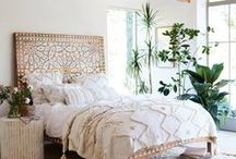 Boho bedroom / Because who doesn't want a nice bohemian bedroom? My boho bedroom comes together nicely but I always love some more inspiration!