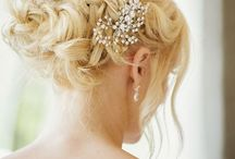 Bridal Wedding Hair Inspiration / Bridal wedding hairstyles that I love, offering inspiration for your own wedding. Including headpieces, veils, and flower crowns.