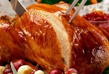 holiday: thanksgiving day. / Everyone knows that Thanksgiving is all about love, gratitude and family.  But, it doesn't hurt to include amazing dishes, great decor and some perfect little party details.  Happy Thanksgiving!