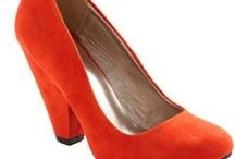 Les Shoes, Les Scarves, Les Accessories / by Amy Nolan