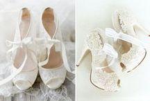 Brautschuhe / Der richtige Brautschuh fehlt noch? Dann hier schnell Ideen finden, denn zu einem perfekten Hochzeitsoutfit gehört ein schöner und bequemer Schuh...