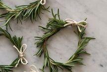 christmas ideas / christmas ideas // christmas decor // christmas entertaining ideas // christmas recipes // christmas wrapping paper ideas // diy christmas decor // gift wrap ideas // holiday decor // holiday recipe ideas // easy holiday recipes // holiday decor ideas // holiday gift wrap // holiday crafts // christmas crafts // christmas cocktails // holiday cocktails