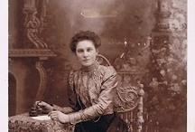F ♥ Family Album / Unidentified / Ma grand-mère Deblois nous as laissé un album plein de photos ancienne qui lui venait de sa mère , par contre aucune n'est identifié, c'est vraiment désolant. / by Marie-Josee B
