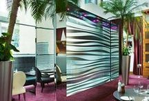 Water walls / Wall water features in stainless steel, copper, glass... Materials sometimes mixed to mimic nature. Water walls can be customized with etching and photos.