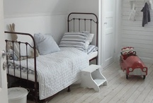 Kids' Rooms - White / Fresh looks using white as a base colour for walls, floors and furniture - in children's rooms.
