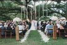 wedding: julie + lee / Venue: Lowndes Grove, Charleston, SC    ~ Planner: Lindsey Shanks   ~ Flowers: Gayla Harvey Tiger Lily Weddings  ~ Photo: Sean Money + Elisabeth Faye
