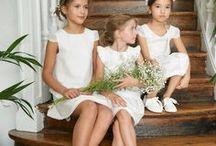 Les enfants • Children / Votre robe et la tenue du marié en poche, il faut penser à choisir les tenues pour votre cortège d'enfants. Ici notre selection de tenues classiques et originales pour les enfants !