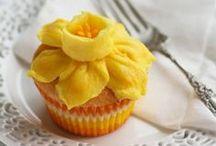 Petits gâteaux ~ mais oui! / Mini sweet treats...cupcakes!