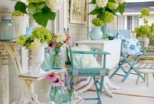 Porches / There's nothing like a beautiful porch to chat, have some tea, read a good book or take a nap!