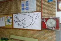 día de la paz / ACTIVIDAD DE COLOCAR POSITS con mensajes de paz en dos palomas, en la primera los posit cubrieron totalmente el tablero, en la segunda con el fondo azul se respeto el contorno de la paloma, en los dos tableros los mensajes fueron igual de ingenioso e imaginativos.....
