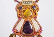 Bijoux tissés et brodés / Des bijoux tissés ou brodés : un savoir-faire de haute qualité