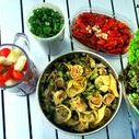 Kochen mit Freunden / Kochen mit Freunden gehört zu den schönsten gemeinsamen Freizeitaktivitäten. Entdecke hier kreative Rezepte, Tipps und Anregungen.