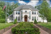 Victorian Homes / by Micoley .com