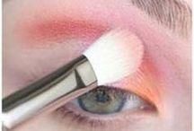 How To Do Your Eyeshadow / by Klaressa Hobbs
