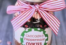 FOOD+GIFTS U CAN PUT IN A JAR / Food & gifts put in a jar the possibilities are endless / by Janice Maiolatesi