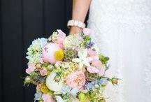 Bruidsboeket inspiratie / Inspiratie bruidsboeketten. Voor de mooiste bruidsboeketten kun je terecht bij de vakkundige bloemisten van Fleurop!