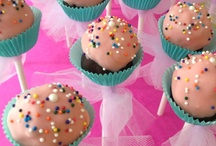 cake pops / by Hannah Branch