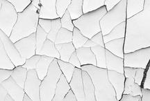 """Fragment / Dreiecke Zerknüllt Kristallin Strichhaft Explosiv viele Kanten aller Art Einzelteilig 2D/Raum durch Schattierung chromo Mischtöne Dezentral """"nach gewissen Regeln transformierend"""""""