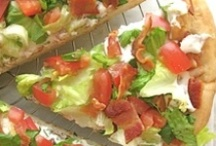 Food: Pizza and flatbreads / by Sarah Swartz